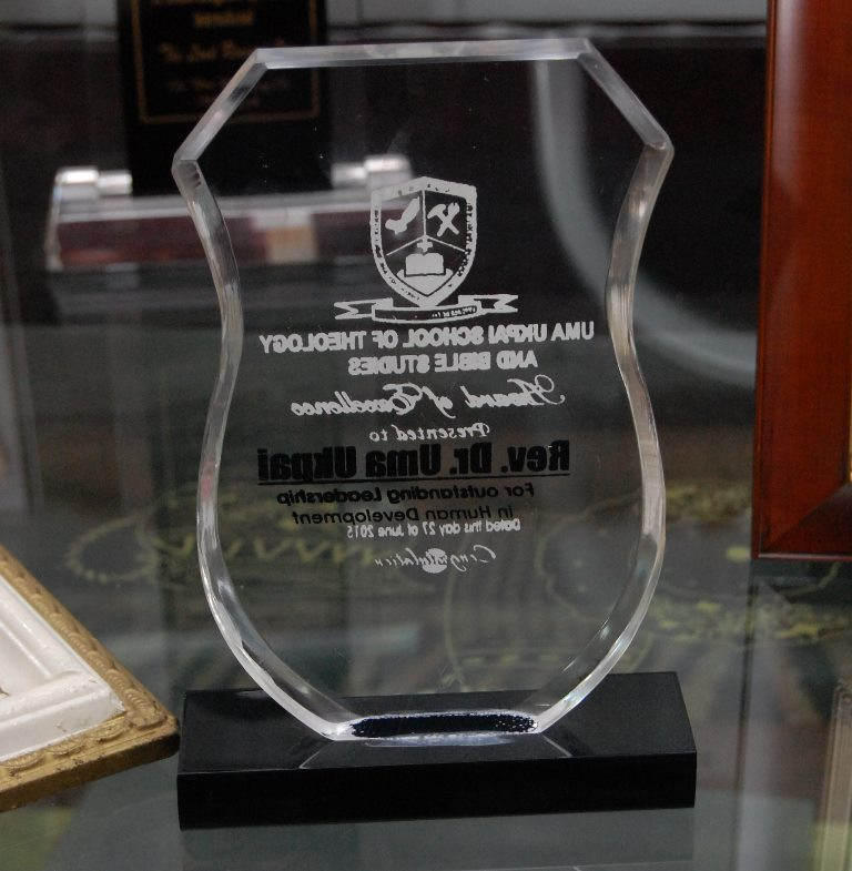 Award of Excellence presented to Rev. Dr. Uma Ukpai by Bible Students of Uma Ukpai School of Theology, for his outstanding Leadership in human development. 2015